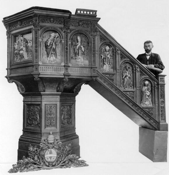 Altare in legno Ortisei scolpito interamente a mano