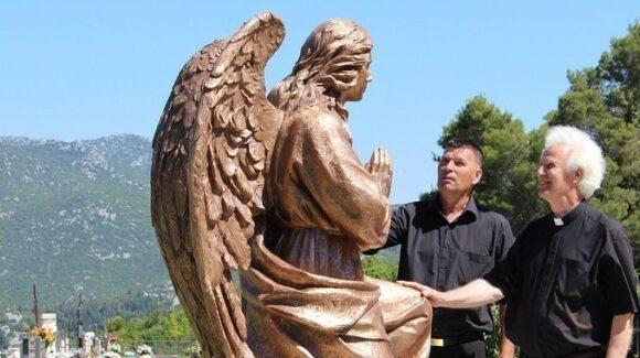 Monumento angelo in bronzo