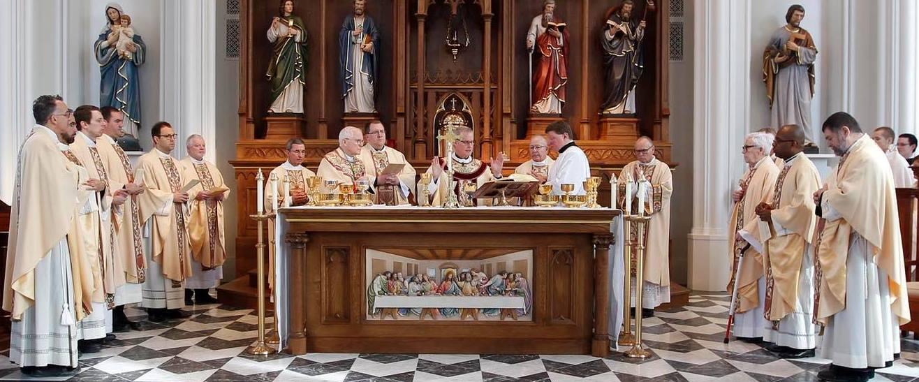 Altare in legno realizzato a mano