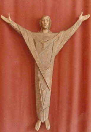 Christus aus Holz geschnitzt.