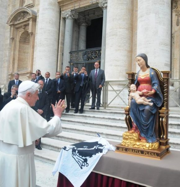 Madonna mit Kind antik vergoldet