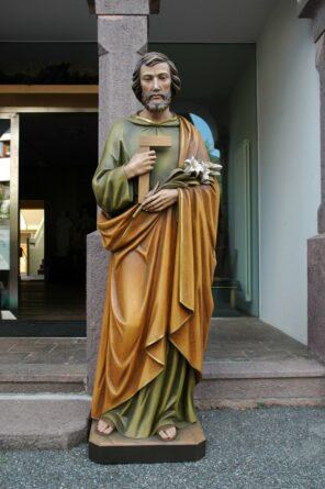 Foto di statua di San Giuseppe Lavoratore in legno