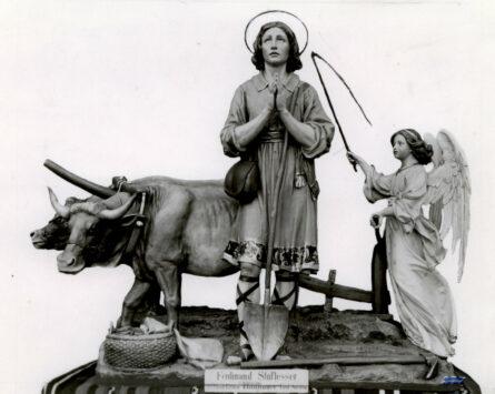 Rappresentazione agreste di Sant Isidoro in legno con buoi e angelo